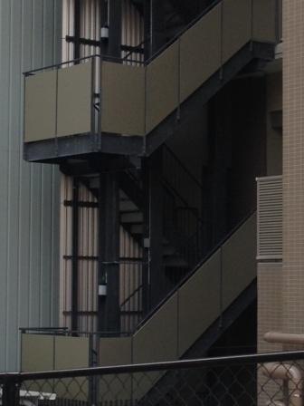 谷町5丁目マンション外部階段.JPG